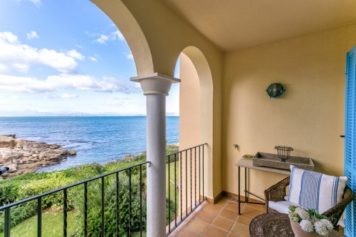 Duplex apartment with its own garden-share in one of the most beautiful residential complexes in Mallorca directly on the sea in Betlem