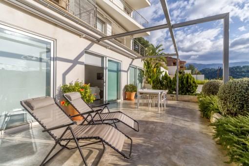 Wonderful, sunny terrace with sunbeds