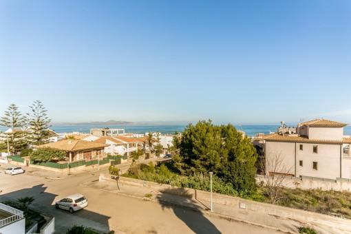 Well-kept semi-detached house in Son Serra de Marina close to the beach with sea views