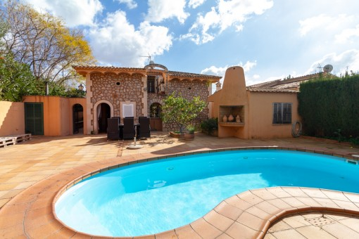 Beautiful spacious house with a lovely pool in Palmanyola