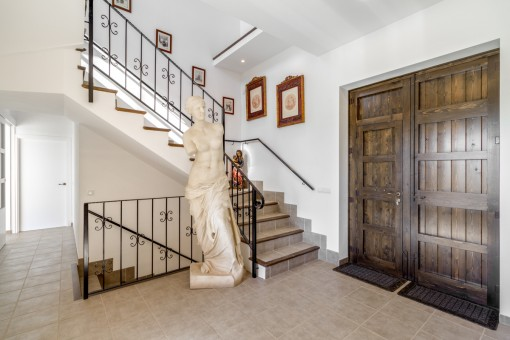 Entrance hall with antique decorations