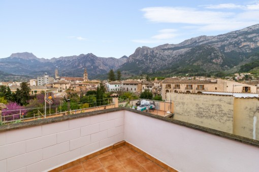 Centrally-situated village house with large roof terrace in Soller