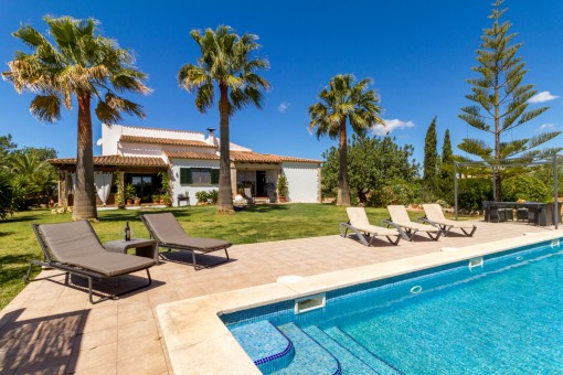 Pure relaxation - finca with a private putting green and mountain views in Llucmajor