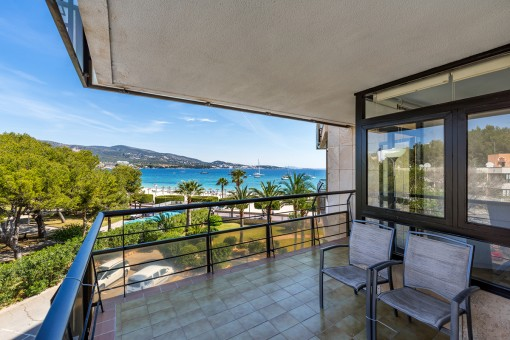 Front sea line 2 bedroom apartment with an astounding sea view in Palmanova