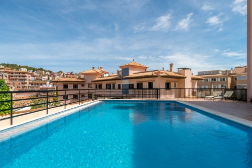 Spacious apartment with roof terrace and communal pool in Bonanova