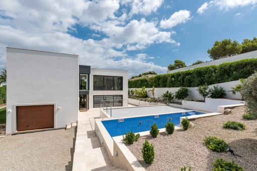 Newly-built villa in Santa Ponsa with views over the bay