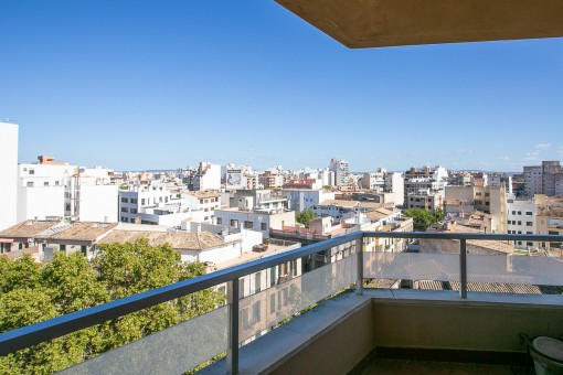 Centrally-located apartment in Palma with panoramic views of the town, the sea and the mountains