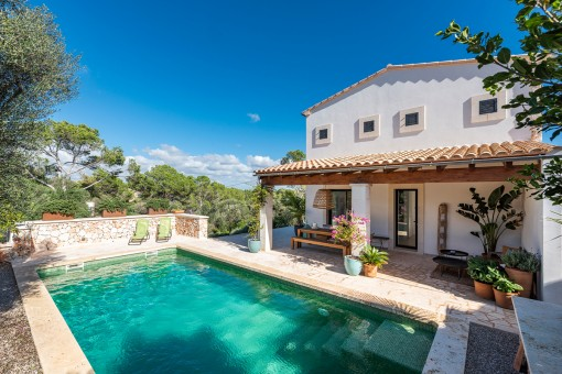 Top class villa built with premium materials in walking distance to the beach in Cala Llombards