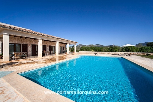 Spacious, light-flooded hacienda-style house with modern interior design in Llucmajor