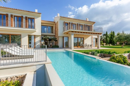 Newly-built designer villa in Son Gual...