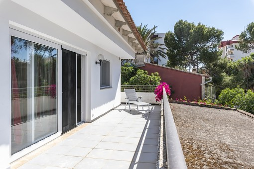 Completely renovated villa with commercial premises on the 2nd sea line of the Playa de Palma