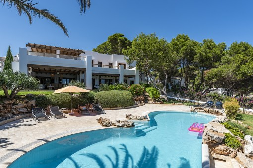 Spectacular villa on the 1st sea line with pool in Cala d'Or