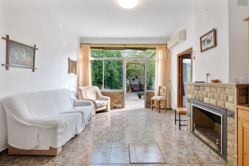 Beautiful village house with garden, garage and roof terrace in Alaro, requiring renovation