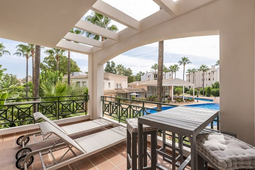 Three bedroom apartment with communal pool in a charming complex in Santa Ponsa within walking distance to the beach