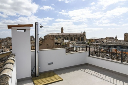 Luxurious duplex penthouse with 2 terraces, sea views and a garage in Palma's old town