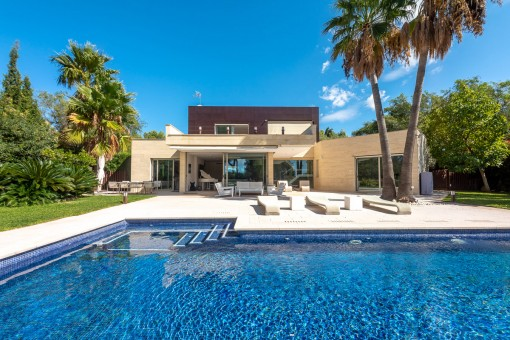Modern family villa with large plot and absolute privacy on the outskirts of Palma