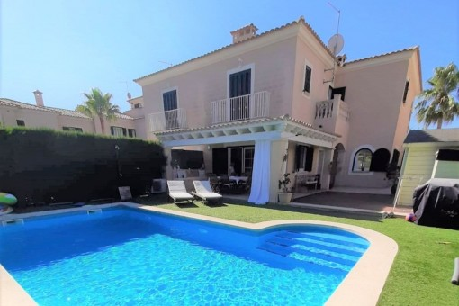 Well-maintained semi-detached house in a popular residential area near Puig de Ros